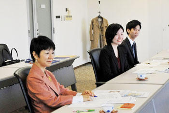From left, Professor Yuge, Ms. Ikeda, and Mr. Shimizu