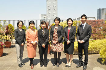 Group photo: From left, Information Officer Senoo, Professor Yuge, President Tanaka, Director Nemoto, Ms. Ikeda, and Mr. Shimizu