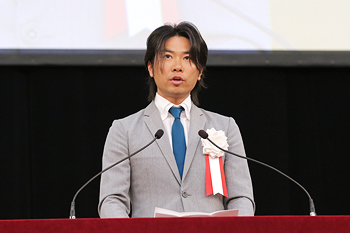 Guest speaker, Mr. Ryuzo Shinomiya (graduate of the Faculty of Engineering in 1999)