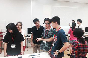 "Lecture titled ""Wearable Technology"" offered on the Koganei Campus on Monday, August 24<br />Visitors tried near-future wearable computing devices, such as smart glasses and digital gloves, and in the afternoon visited the NTT History Center of Technologies."