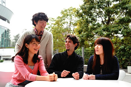 国際文化学部 Faculty of Intercultural Communication