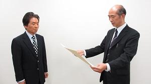 中野久松名誉教授に名誉称号記が授与されました