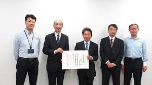 中野久松名誉教授に名誉称号記が...