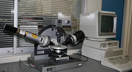 半導体表面上に形成した薄膜の厚みや屈折率の測定に使用されています。