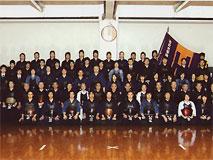 創立1919年 【関東学生剣道連盟所属】 我々剣道部は、大学が創立されてから40年目に設立された伝統ある部である。これまでに全日本団体戦優勝4回、関東団体戦優勝6回、関東新人戦優勝5回の成績を収め、また近年、大学から「女子スポーツの強化」という方針を受け、女子部においても全日本団体戦優勝1回、関東団体戦優勝4回、関東新人戦優勝4回という成績を収めている。 部の目標である「全国制覇と人間形成」を念頭に、男女とも日々努力している。  なお、剣道部の情報は部運営サイト「法政大学剣友会」でもご覧になれます。 (リ