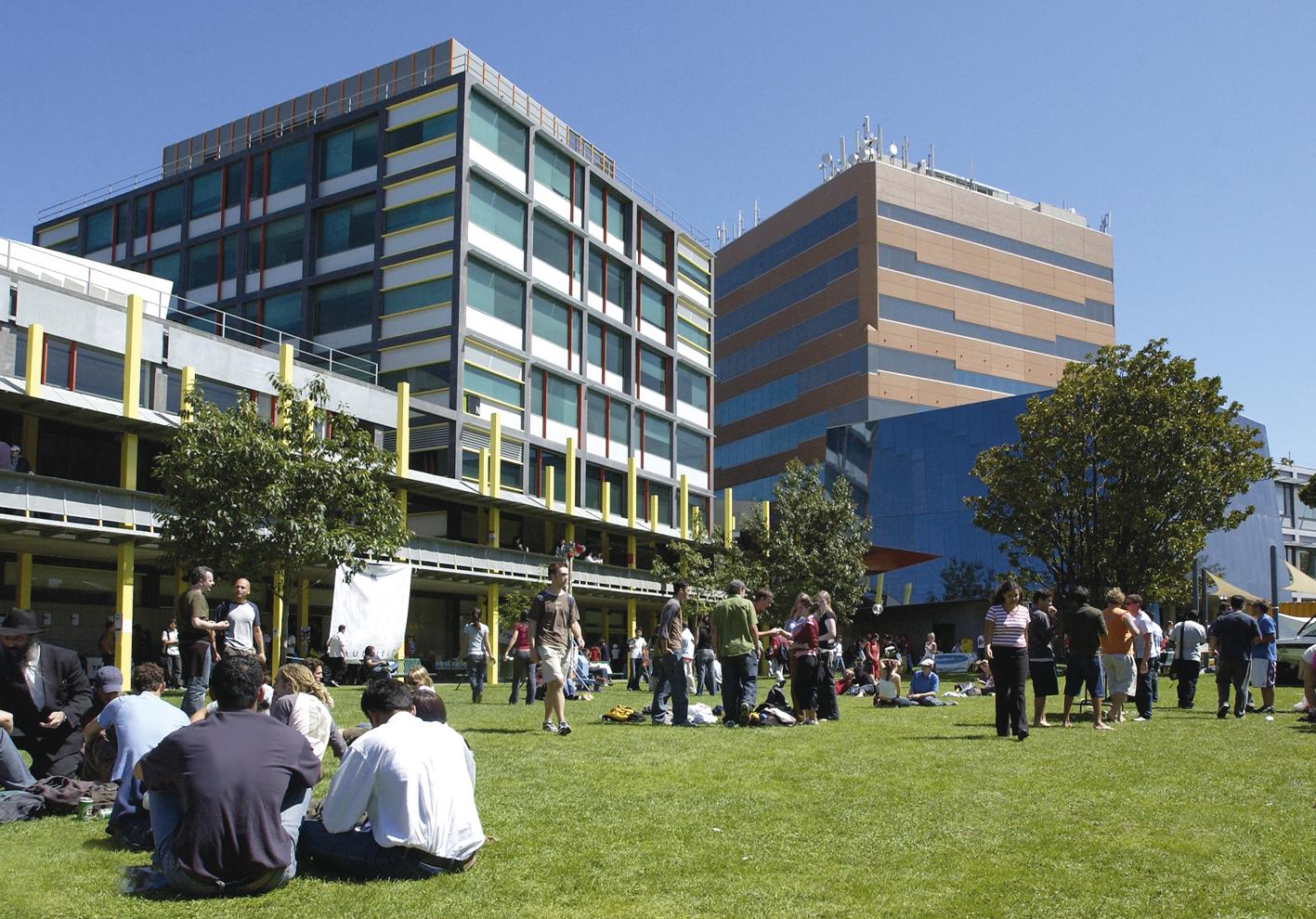 モナシュ大学(オーストラリア)