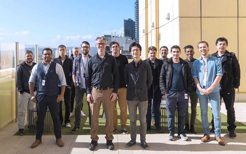 オーストラリア時代、会社のバルコニーでエフェクトチームの同僚と(前列右端が平井さん)。写真提供:『CGWORLD』。