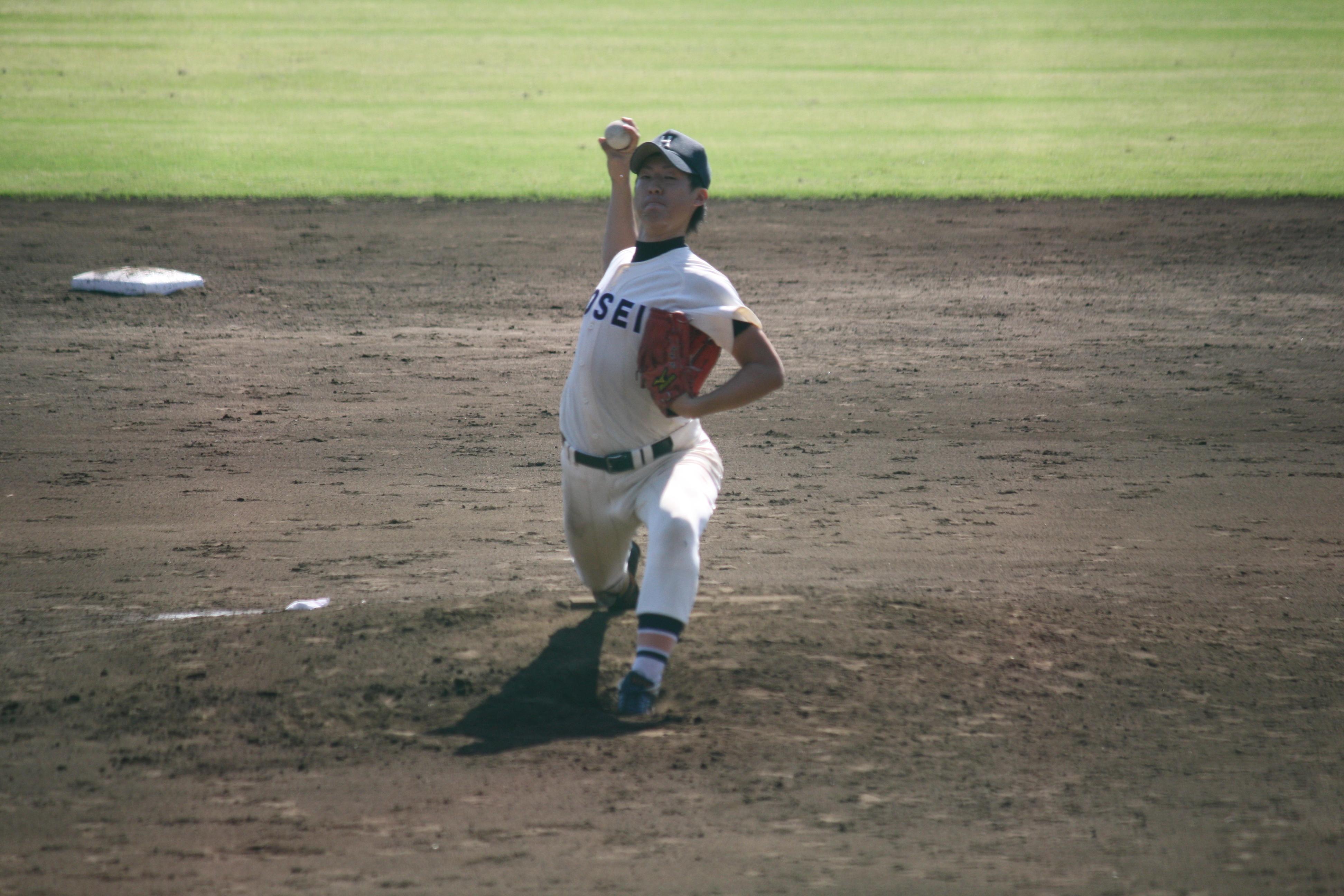 """創立1946年 【全日本準硬式野球連盟、東京六大学準硬式野球リーグ所属】 2006年12月、創部60周年の祝賀会を行ったが、その60年の間、全日本大会6回、東京六大学リーグ戦42回の優勝を勝ち取り、法政大学準硬式野球の地位を知らしめている。 当部は文武の精神を重んじ、日頃の精進をしている。野球のみならず、社会人と成った時にこそ通用する人材を願っている。 学生諸君の中で野球をやりたい方、知らずとも自分の力を試したい方は入部を待つ。""""ますます強くなる準硬式野球部を応援してください""""  なお、準硬式野球部の情報"""