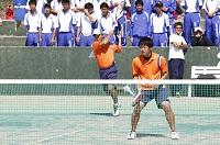 創立1934年 【関東学生ソフトテニス連盟 男子1部リーグ、女子3部リーグ所属】 全日本学生、東日本学生、関東学生リーグにおいて、たびたび上位に進出しており、常に日本学生界のトップレベルに位置している。主な全日本学生での成績は、選手権優勝が6回・大学対抗優勝が1回であります。活動の拠点は多摩校舎のテニスコート(全天候)3面で、男女とも各種大会に向けて、学生がそれぞれ目標を掲げて活動しています。  大学生活の中で、努力と達成感を味わいながら、文武両道の精神で、授業優先で学業にも力を入れています。特に全日本学