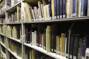 森長文庫の文献資料。明治期の裁判関係、弁護士の活動の記録や、それらを紹介した冊子などが含まれる。このほかに膨大な量の政治裁判資料が収蔵されている。