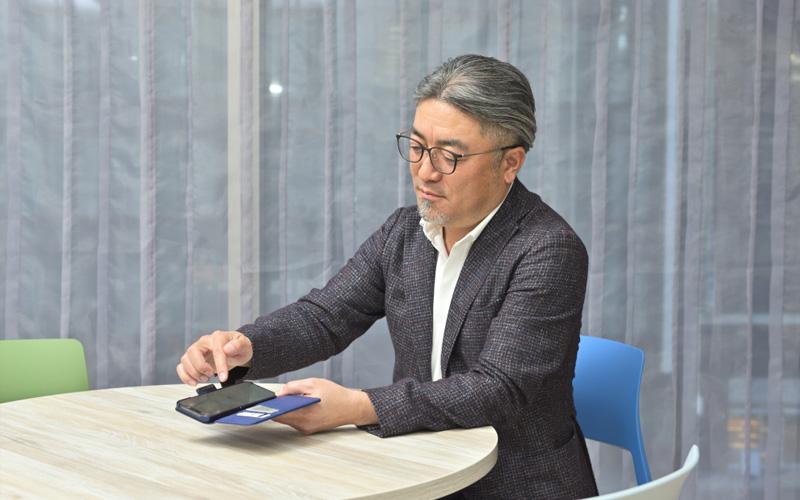 青木さんは、通勤の電車の中で毎朝、ニュース番組を聴いているという。