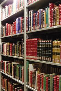 文庫には内戦に介入した諸外国の文献なども蒐集されている。