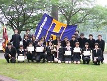 創立1924年 【日本ライフル射撃連盟所属】 わが部は学生射撃連盟の提唱者として、創部以来学生射撃界の雄としてその発展に寄与してきた。 2006年度の活動では春と秋に行われる東京六大学選手権二連覇、全日本学生選手権では総合団体準優勝を勝ち得た。 部の方針として文武両道をモットーに活動をしており、「武」においては、オリンピック、ワールドカップ、学生選手権に多数の選手を派遣し、また「文」においては、国家公務員I種、司法試験合格者を輩出している。  なお、射撃部の情報は部運営サイト「法政大学体育会射撃部」でもご