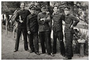 大正から昭和初期にかけての、学生服に角帽姿の学生