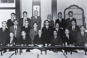 Vol.52 岩倉具視所蔵のウェブスター英語大辞典 :: 法政大学
