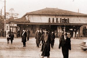 1930年代の市ケ谷駅を利用する法大生