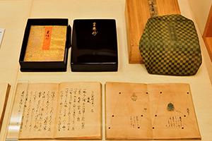 『童舞抄』。作り物の置き位置を記した『舞台之図』、秘伝や奥義を記した『叢伝抄』とともに、計5冊で一揃い