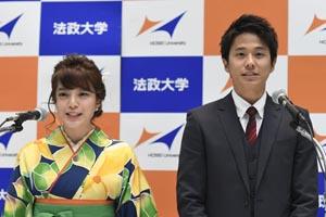 午前・午後とも司会を務めた卒業生の三谷紬さん(社会学部・左)黒瀬翔生さん(法学部)